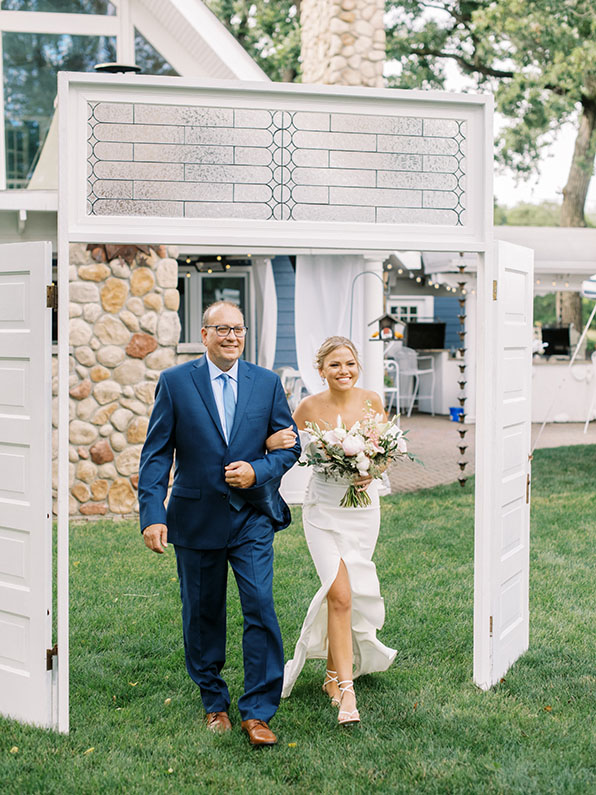 dad-walking-daughter-down-the-aisle
